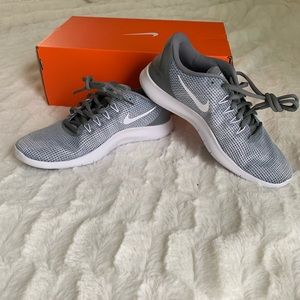 Nike Women's Flex 2018 RN White and Grey Sneakers